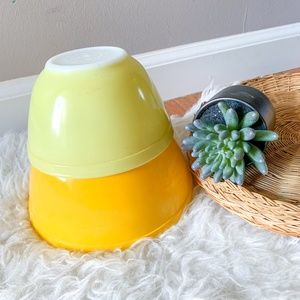 Vintage PYREX 401 and 402 Nesting Mixing Bowls